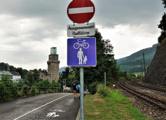 eckiges Schild - Kreuzung Oberklammer Richtung Stadt