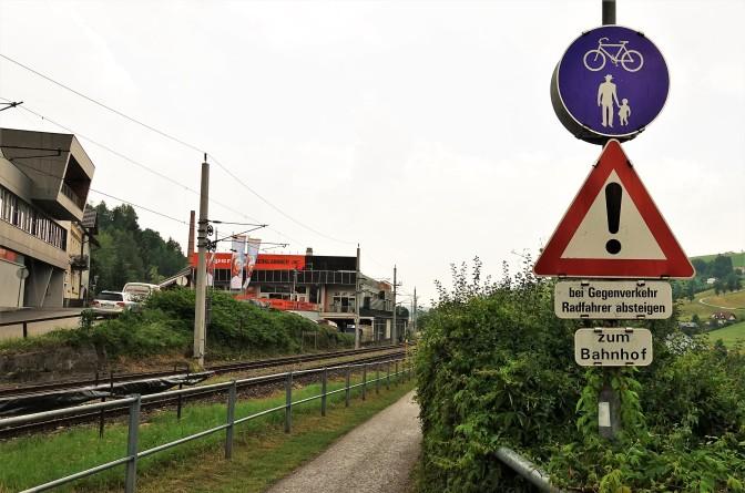 rundes Schild - Kreuzung Oberklammer Richtung Bahnhof