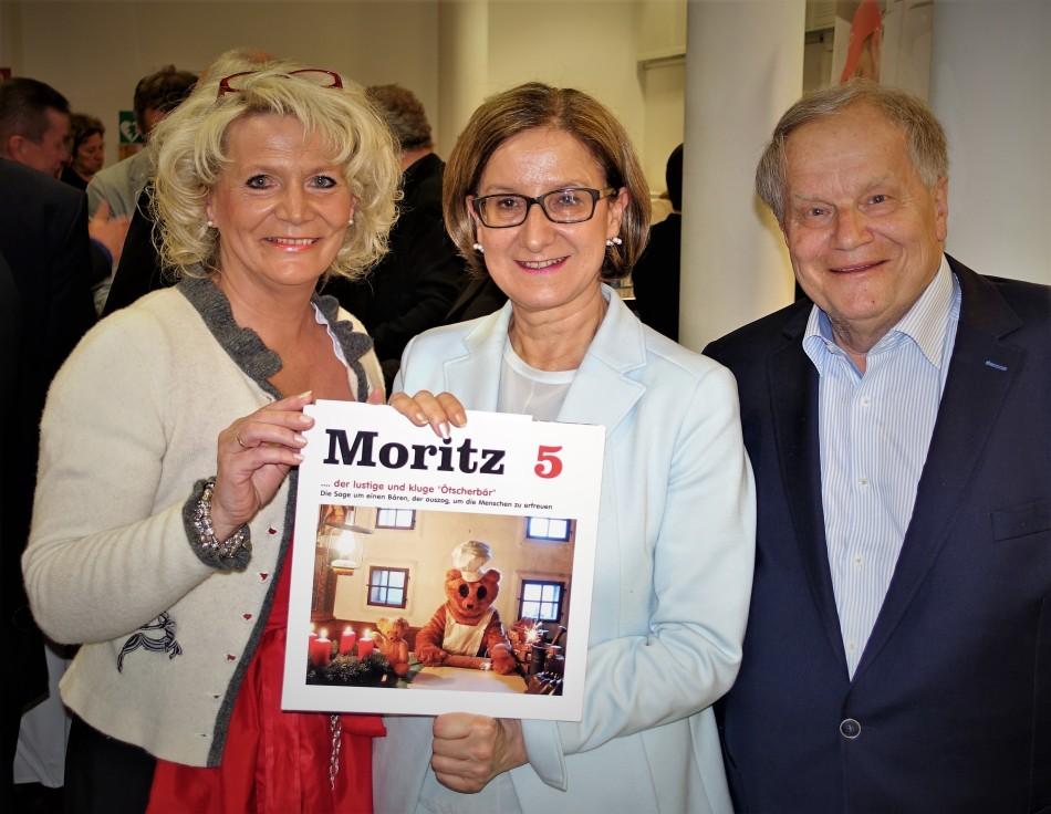 Mikl Leitner mit Ötscherbärbuch April 2017