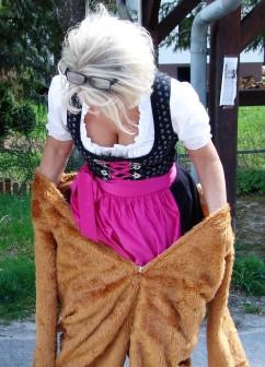 Renate Wachauer - vom Dirndl zum Bär
