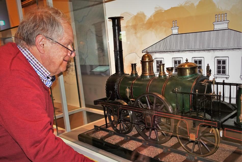 Alte Dampflok Modell mit Karl Piaty