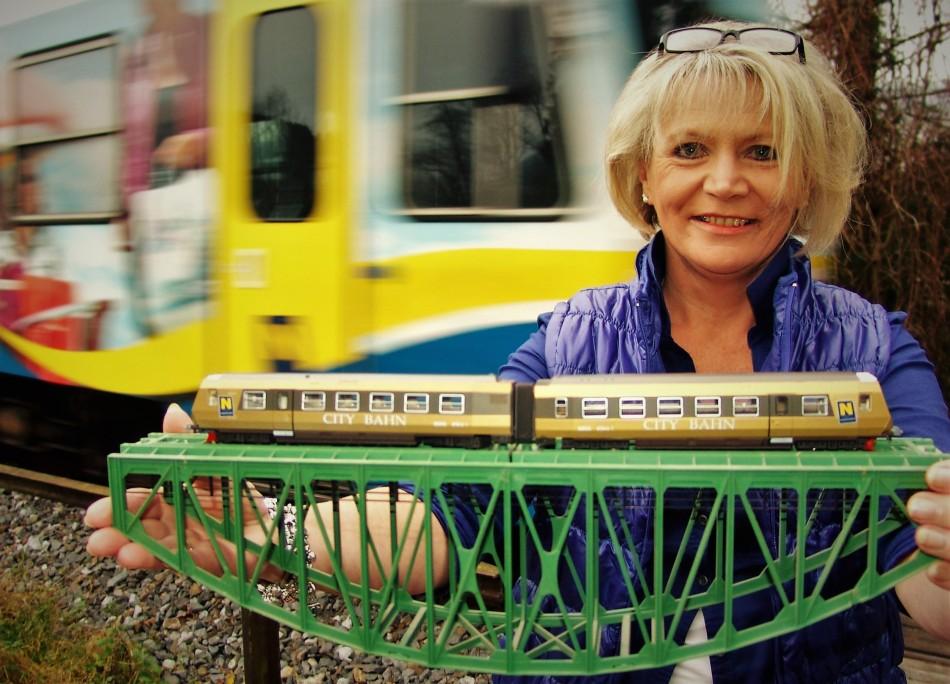 Renate Wachauer ETA 1 hinten fährt Citybahn vorbei (3)