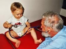Dr. Schuhfried mit Enkel Leonhard