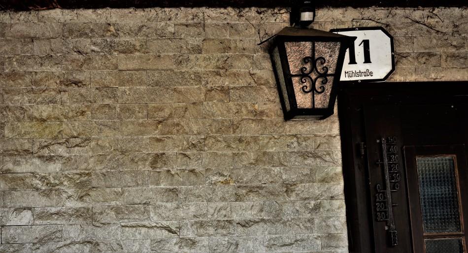 Granitverkleidung Wand Piaty seit 1978