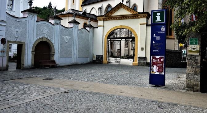 Beneder zunge, architektonisches Asphaltjuwel am Oberen Stadtplatz (2)
