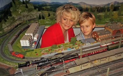 Eisenbahnanlage Wachauer mit dampfender Lok