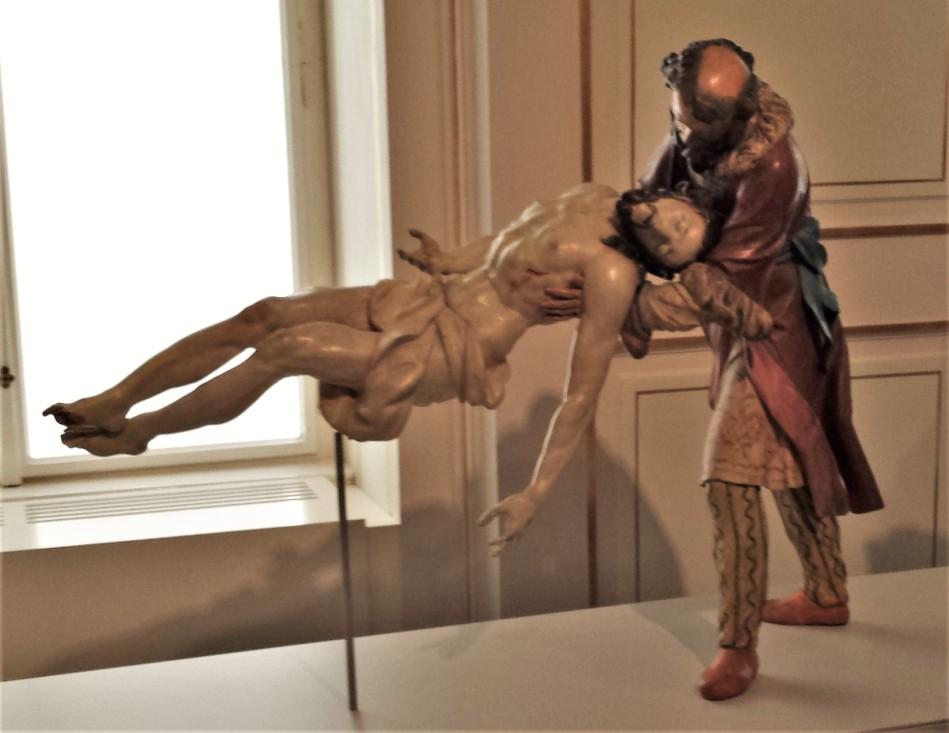 Grab Figur in Farbe Foto Pfarrer Döller