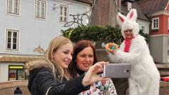 Osterhase Markt 25.3.2016 Brunnrn Selfie