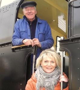 Ötscherbärin Renate Wachauer mit Dampflok MH6 Mariazellerbahn
