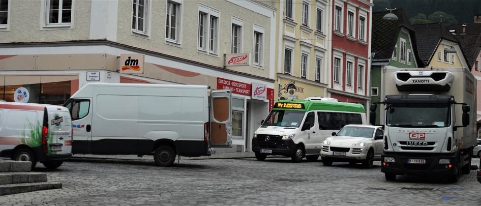 Verkehr Bus und LKW