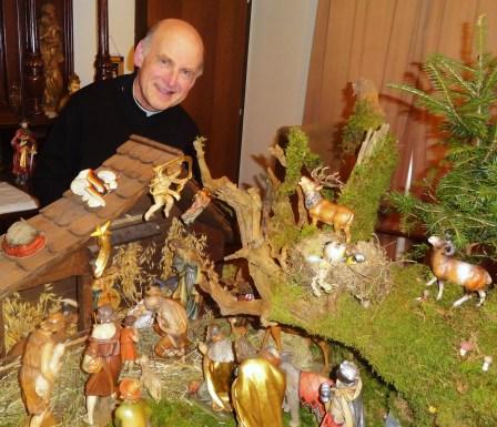 Pfarrer Kittl mit seiner privaten Krippe, auch mit Hirsche Steinböcke und vielen Schwammerln