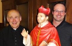 Schnitzer aus dem Grödental mit Heiligen Karl und Pfarrer Kittl