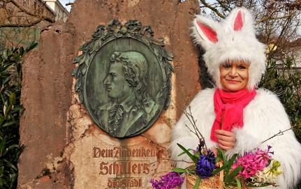 Osterhase beim Schillerdenkmal