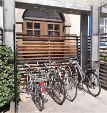 10.4.2015 - Neuer Radständer im Beneder Architekturraum