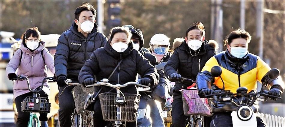 Mund Nasenmasken im asiatischen Straßenverkehr