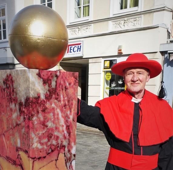 Der Faschingbrunnen in Waidhofen Karl Reichenecker als Kardinal 2